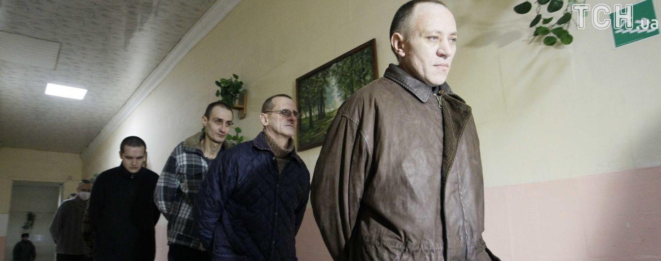 МінТОТ почало виплачувати допомогу звільненим з полону ОРДЛО українцям