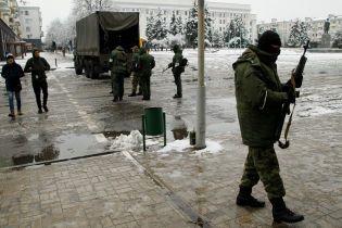 Появились фото переворота в Луганске: безлюдные улицы и террористы с автоматами
