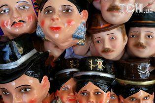 Випічка з людським обличчям і застілля на цвинтарі: Болівія відзначає День мертвих