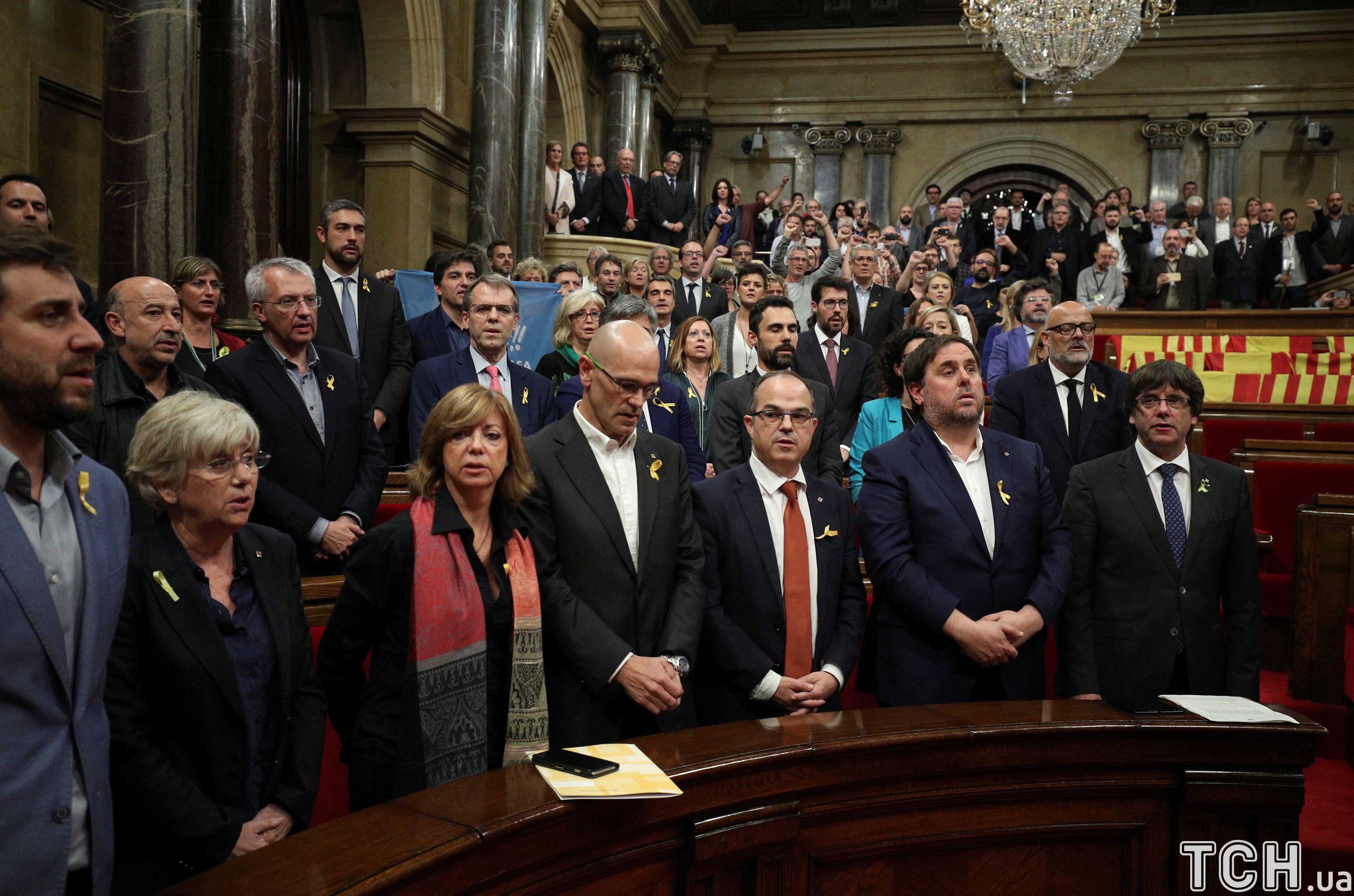 Оголошення незалежності Каталонії регіональним парламентом _10