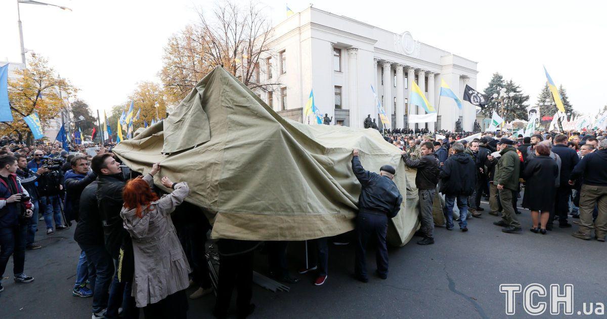 Донецкая полиция проводит обыски у врачей, которые помогают активистам под ВР - Соболев