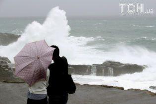 Отмененные авиарейсы и сотни тысяч эвакуированных. Шанхай застыл в ожидании мощного тайфуна