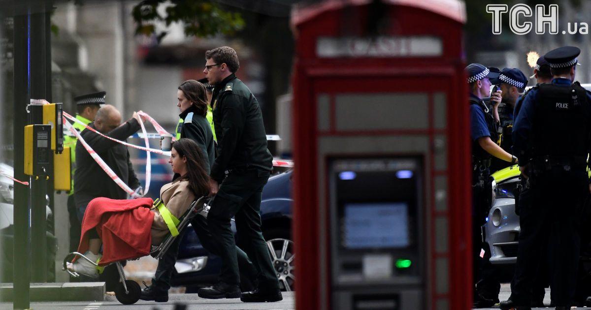В центре Лондона авто наехало на толпу людей на тротуаре, есть пострадавшие