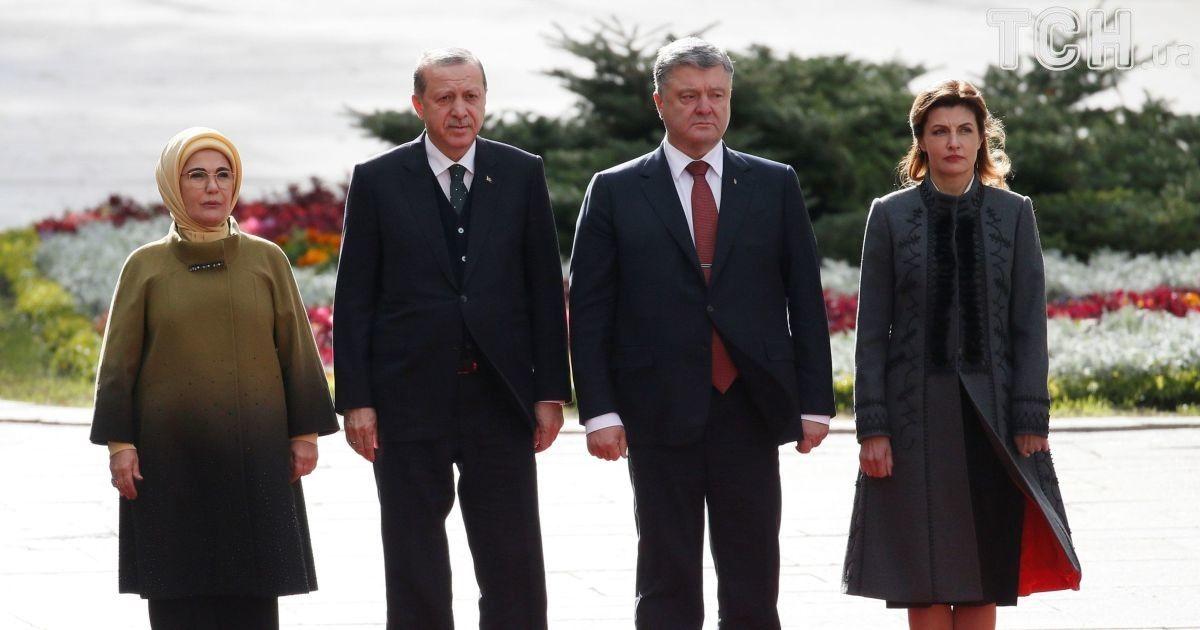Эрдоган прибыл на Банковую к Порошенко и обратился на украинском к военным