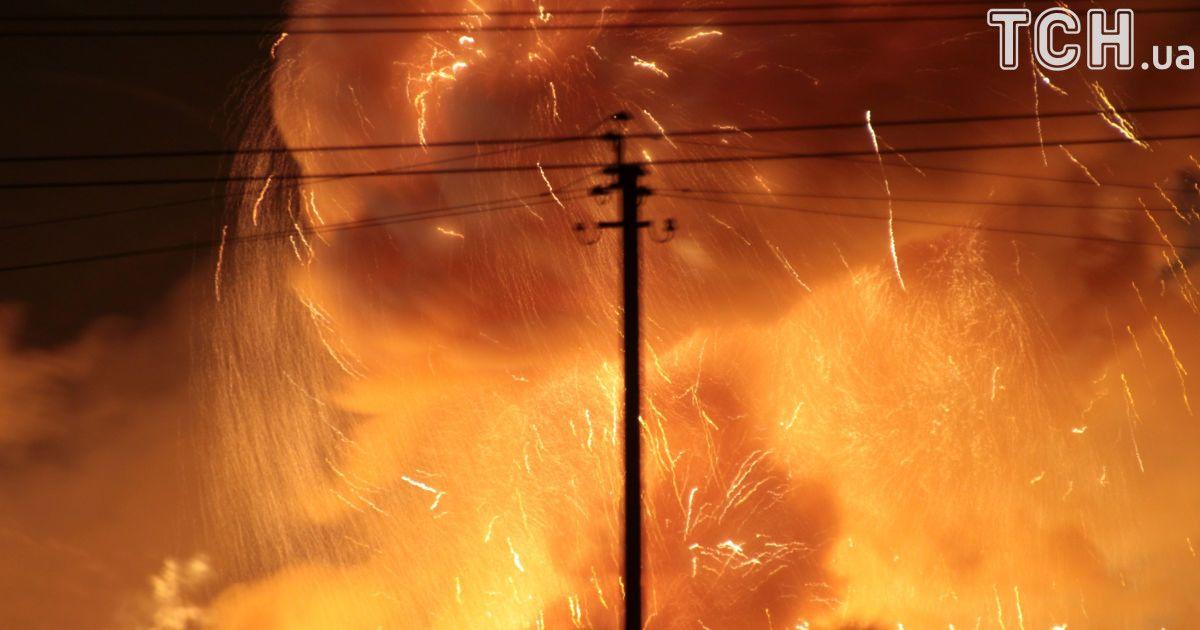Перекрытые пути и почти 700 ликвидаторов пожара: как в Калиновке пытаются погасить огонь на складах с боеприпасами