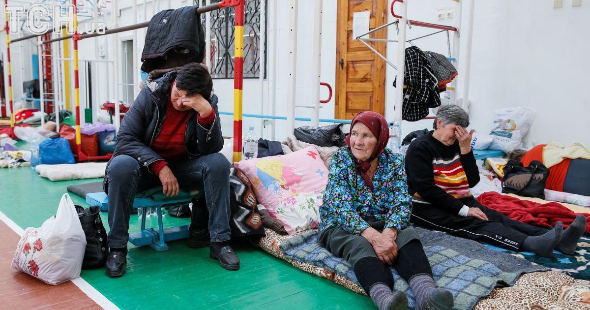 Тимчасові притулки для евакуйованих із Калинівки.