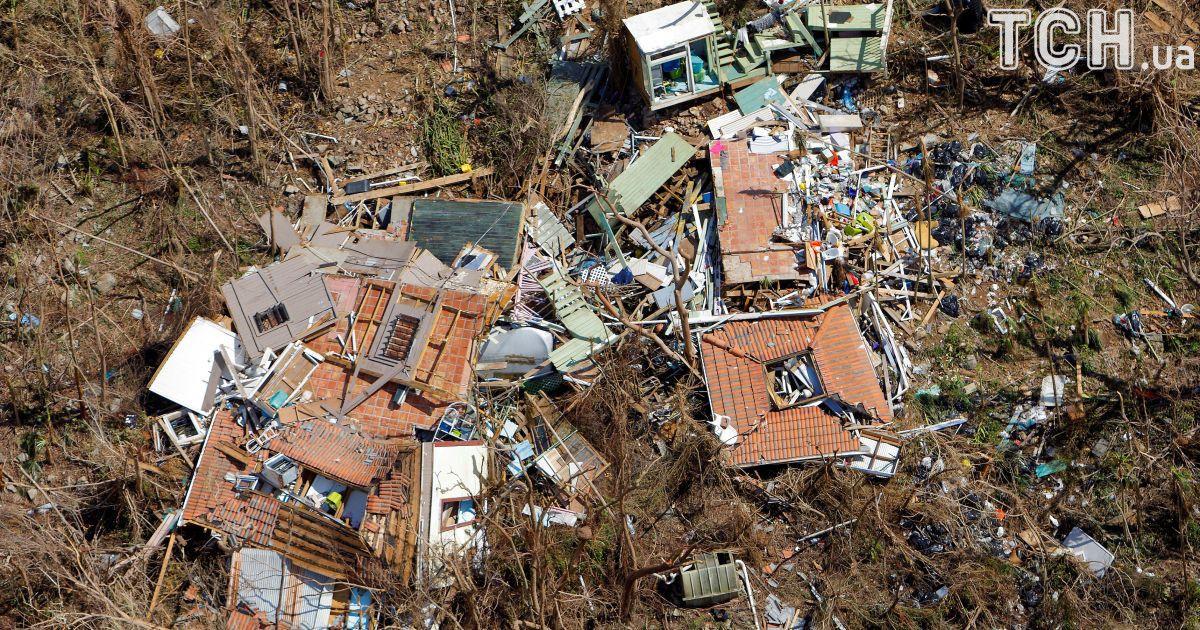 """Ураган """"Ирма"""" оставил по себе разбитые здания."""