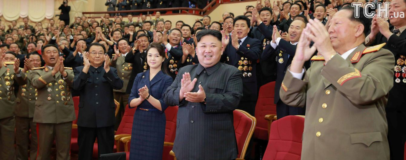 """Ким Чен Ын """"продвигает"""" в политику свою сестру: в КНДР произошли перестановки в партийной верхушке"""