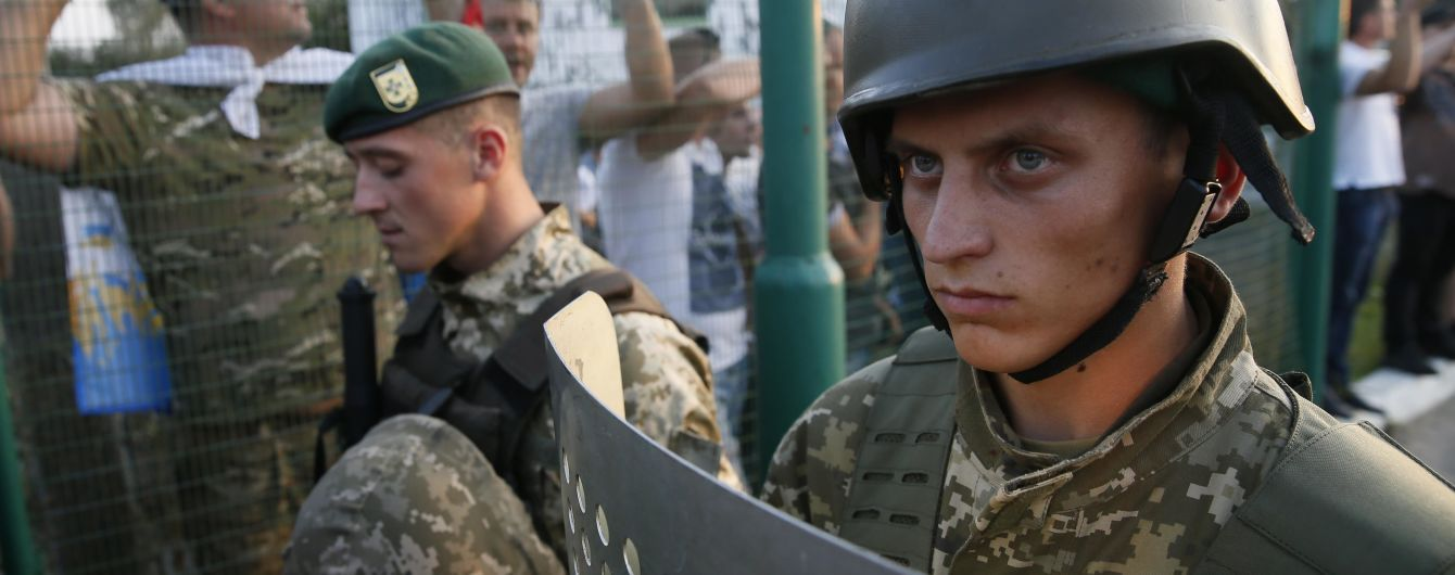 """Прорыв границы с Саакашвили: в """"Шегини"""" прибыли участники акции для оформления документов"""