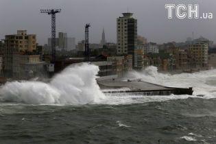 """Ураган """"Ірма"""" сягнув найвищої руйнівної категорії і знищує все на своєму шляху"""
