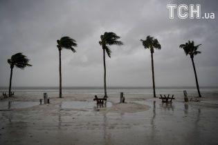 """""""Величезний монстр"""": після атаки урагану Трамп ввів у Флориді режим великого стихійного лиха"""