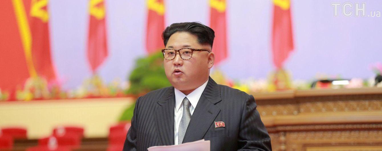 Кім Чен Ин на честь дня народження батька підвищив у званнях армійських командирів
