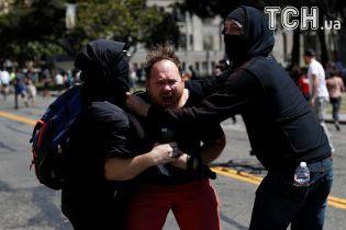 Нет марксизму в Беркли: в США произошли стычки между правыми и левыми демонстрантами