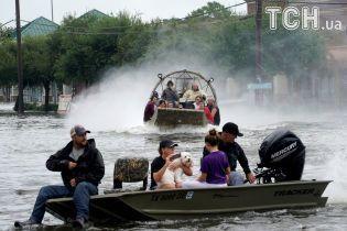 В Техасе планируют сбросить воду из водохранилищ для снижения риска еще большего затопления Хьюстона