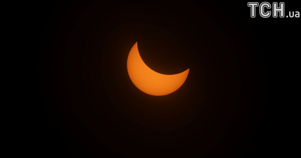 У США відбулося велике затемнення Сонця: Reuters показало видовищні фото унікального явища