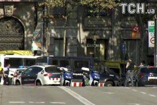 Поліція підтвердила, що нападник переховується у барі після теракту в Барселоні