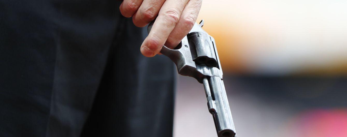 У центрі Рівного в бізнес-центрі чоловік вистрілив собі у голову