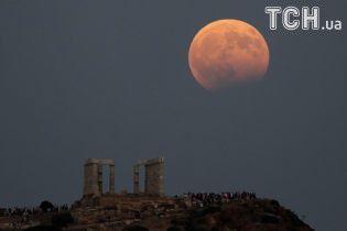 """Українці побачать """"кривавий Місяць"""": що слід знати про унікальне затемнення. Інфографіка"""