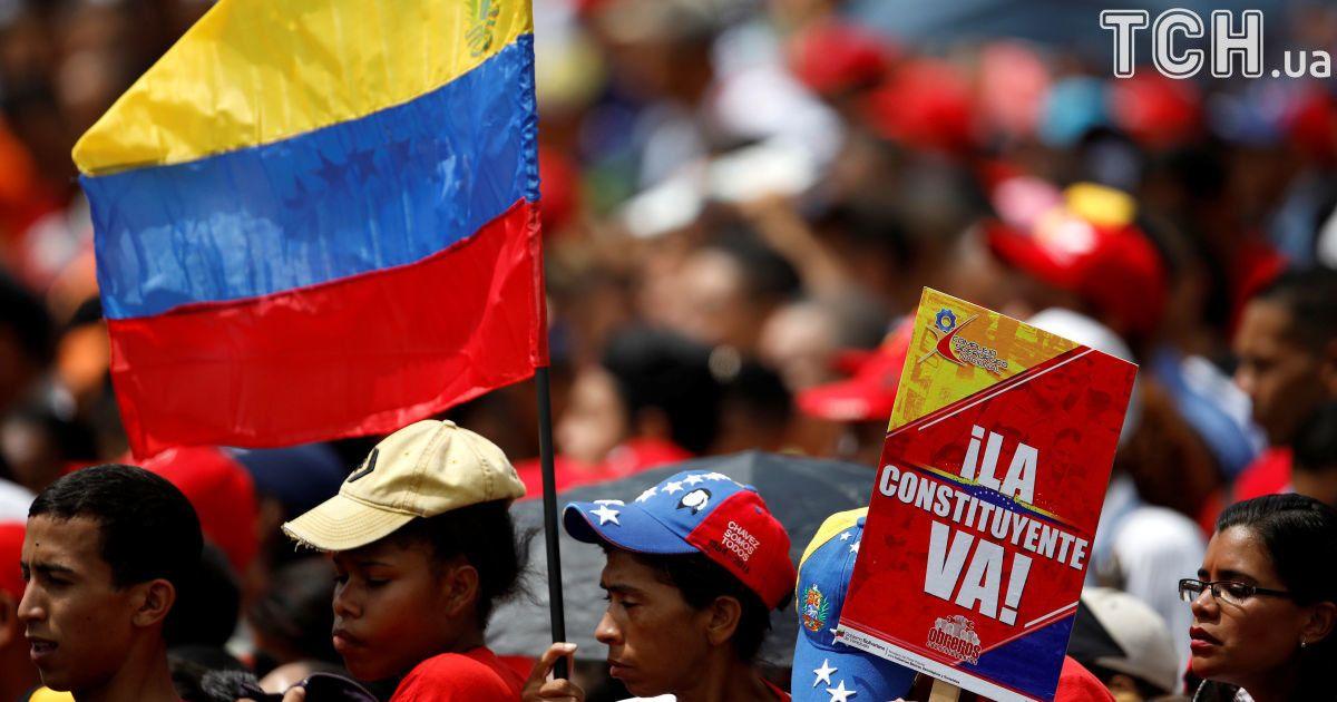 Прихильники Мадуро на церемонії завершення кампанії за референдум у Венесуелі @ Reuters