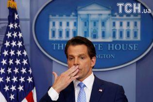 Протримався десять днів: директор з комунікацій Білого дому подав у відставку
