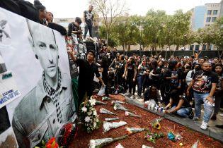Вокаліста Linkin Park поховали за жорстких заходів безпеки