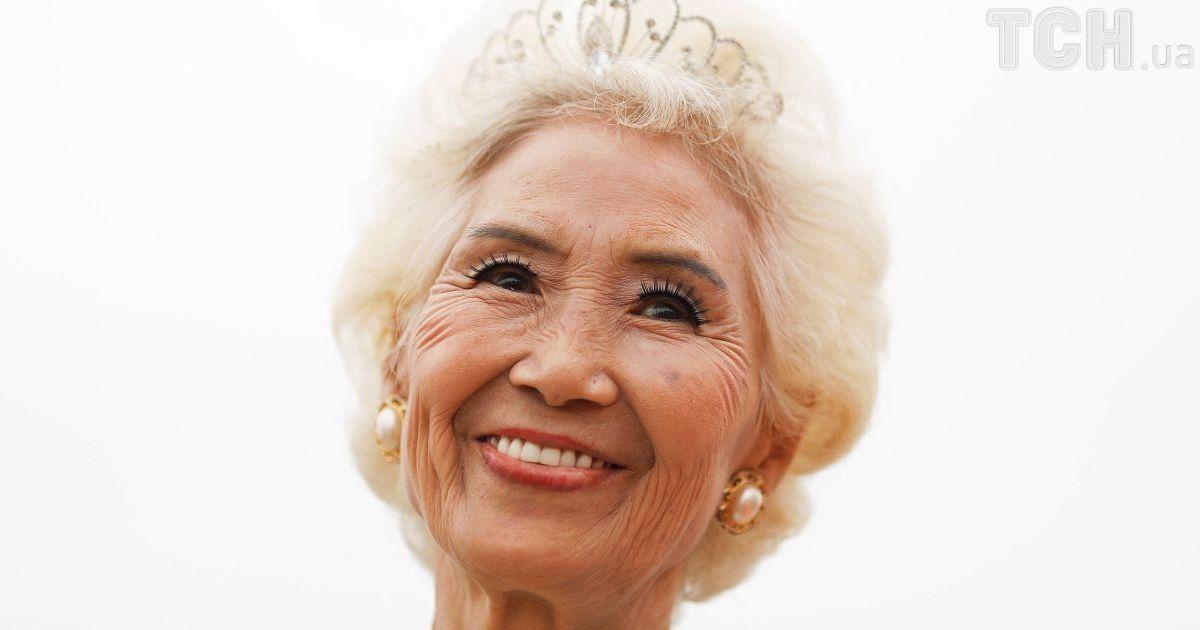 В бикини и откровенных нарядах: Reuters показало конкурс красоты для бабушек и дедушек в Китае