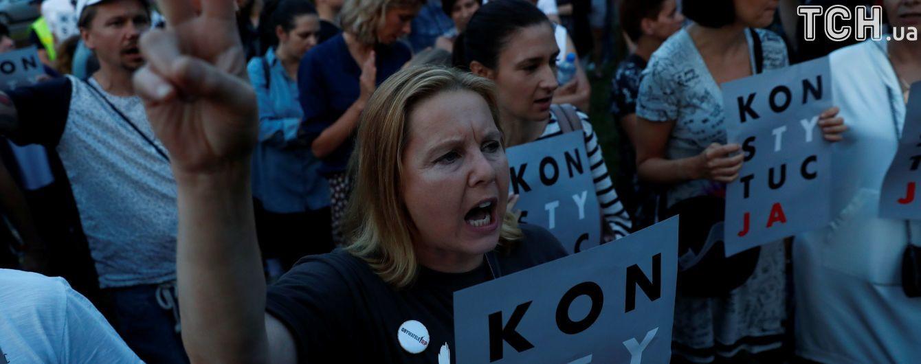 Польша ответила на запуск Еврокомиссией санкционной процедуры из-за скандальной судебной реформы