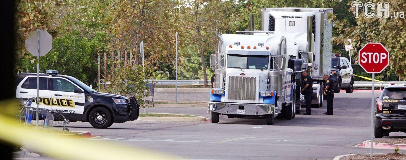 Врятований із вантажівки в Техасі мігрант розкрив подробиці пекельного перевезення