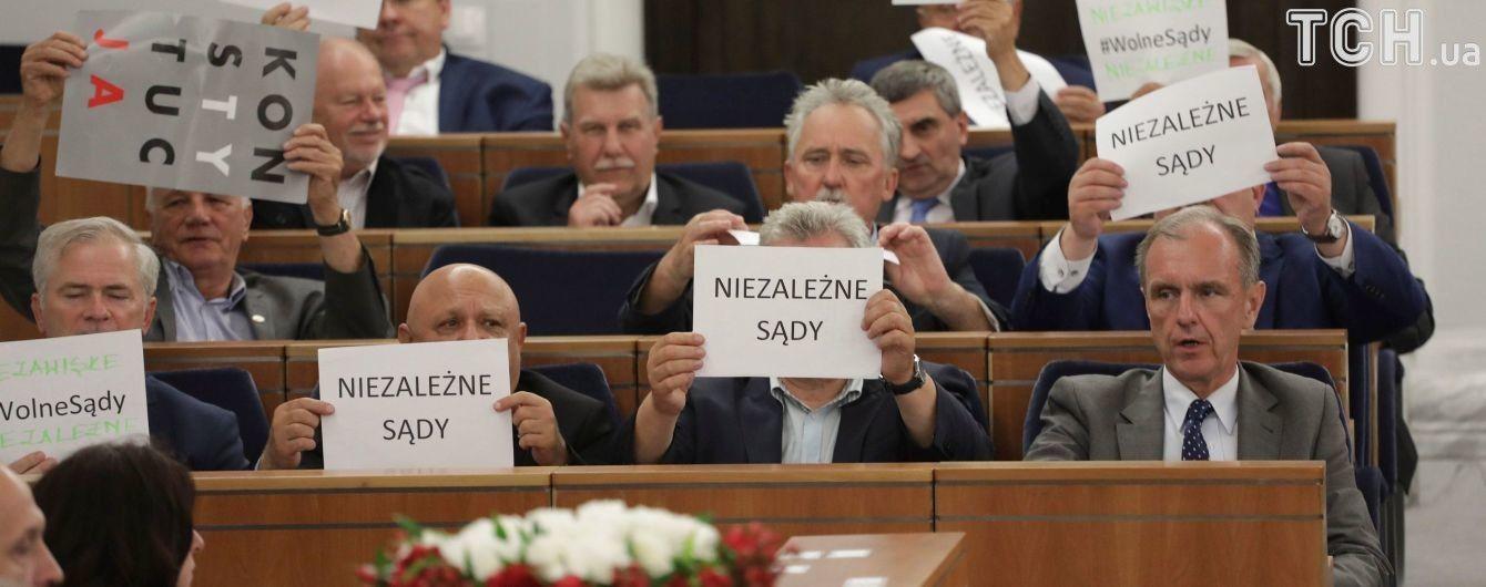 Сенат Польши принял скандальный законопроект о Верховном суде