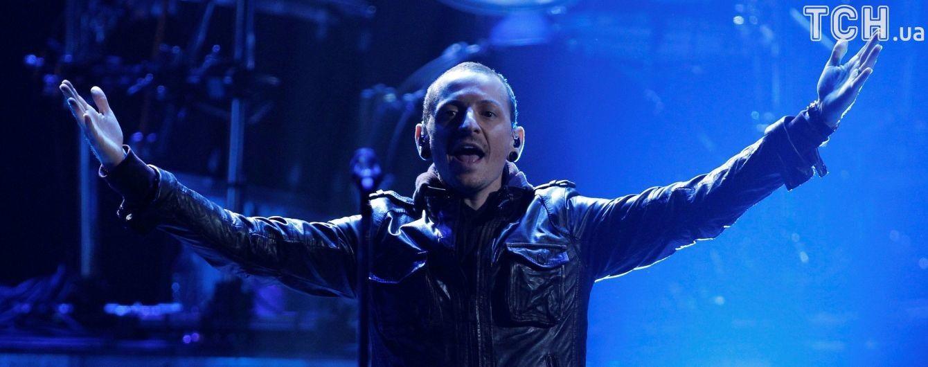 Люби життя. Незадовго до суїциду вокаліста Linkin Park Беннінґтона син написав йому щемливе послання