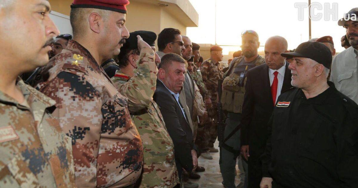 Премьер-министр Ирака Хайдер аль-Абади с военными