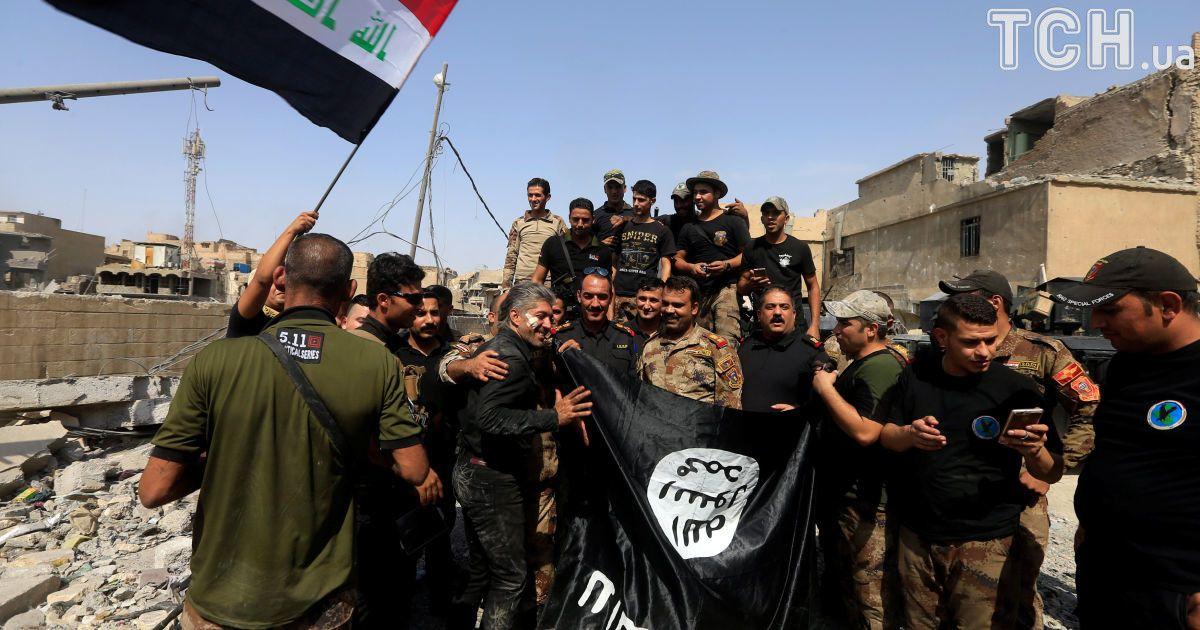 """Военные Ирака с перевернутым флагом """"ИД"""""""