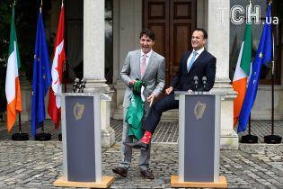 Премьер Ирландии встретил Трюдо в ярких носках с канадским узором
