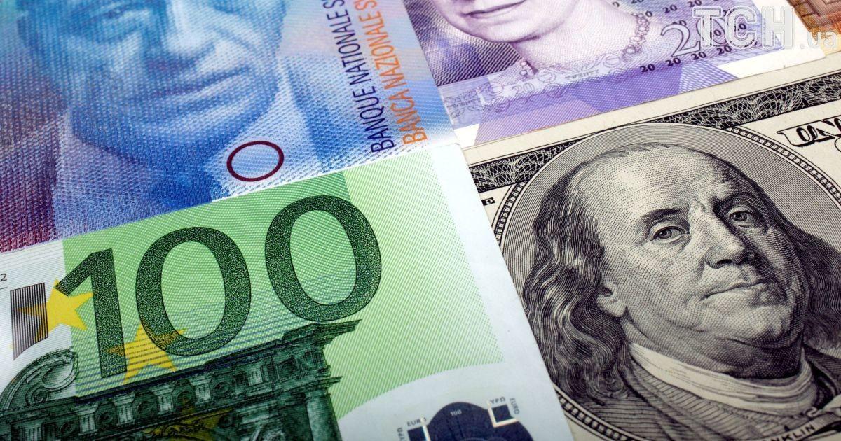 Долар і євро здешевшали в курсах Нацбанку на 21 серпня. Інфографіка