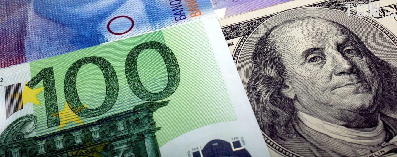 Долар здорожчав, а євро здешевшав у курсах Нацбанку на 2 листопада. Інфографіка