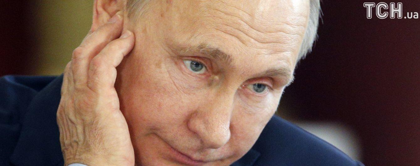 """""""В Украине все плохо, а Янукович не убегал"""": СМИ поймали Путина на очередной лжи в интервью Стоуну"""