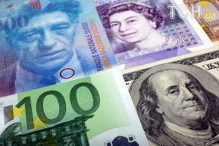 Доллар и евро подешевели в курсах Нацбанка на 21 августа. Инфографика
