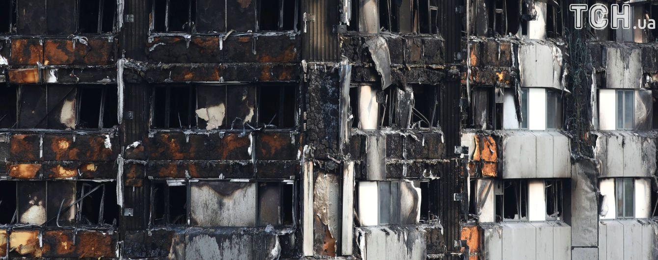 Адский огонь: полиция утверждает, что в многоэтажке в Лондоне в момент пожара могло находиться 350 человек