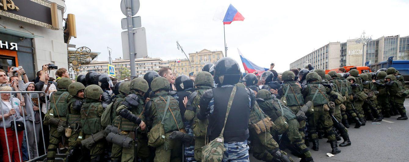Власти Москвы разогнали многотысячный митинг на Тверской