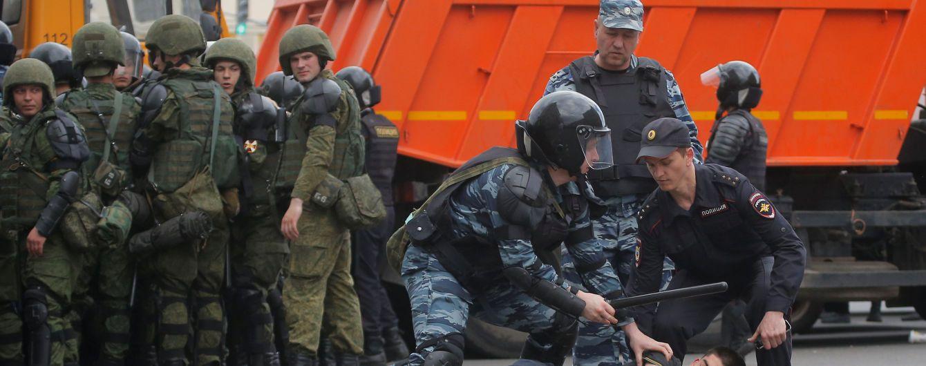 ЕС призвал РФ освободить задержанных во время антикоррупционных митингов
