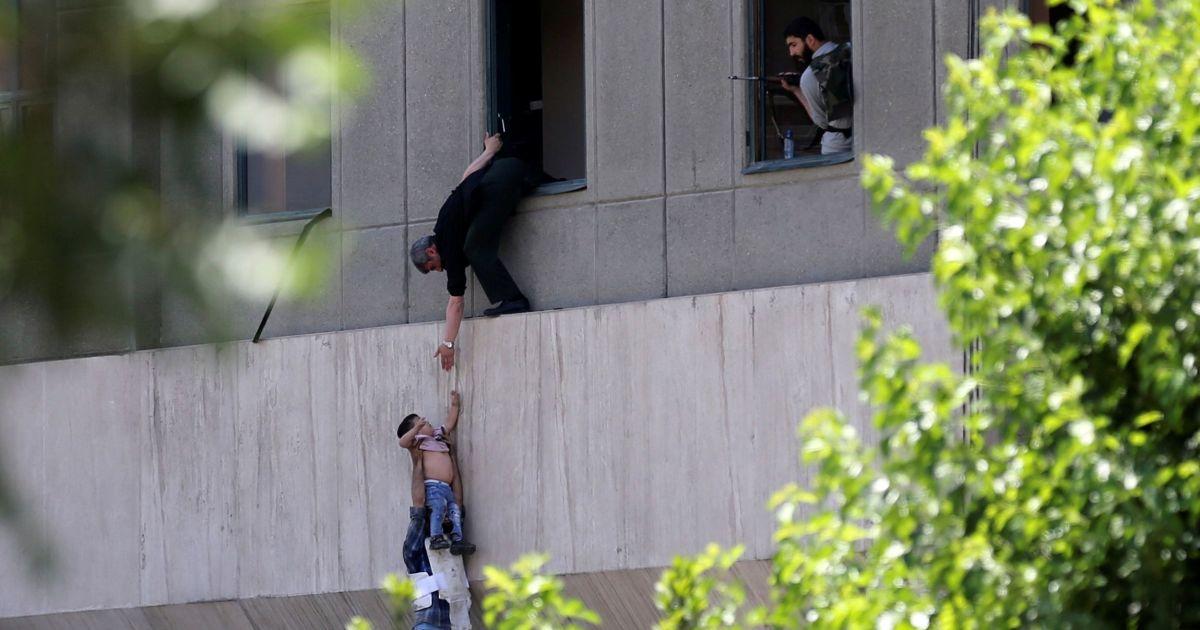 Фото з місця нападу @ Reuters