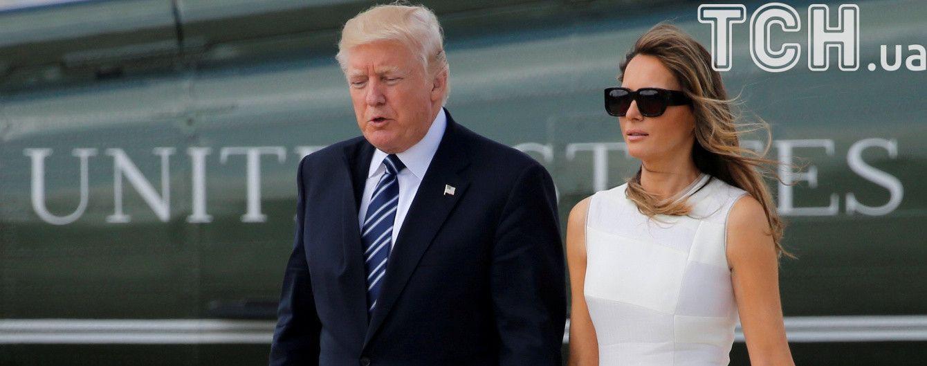 Президентское примирение: Мелания Трамп таки взяла мужа-президента за руку