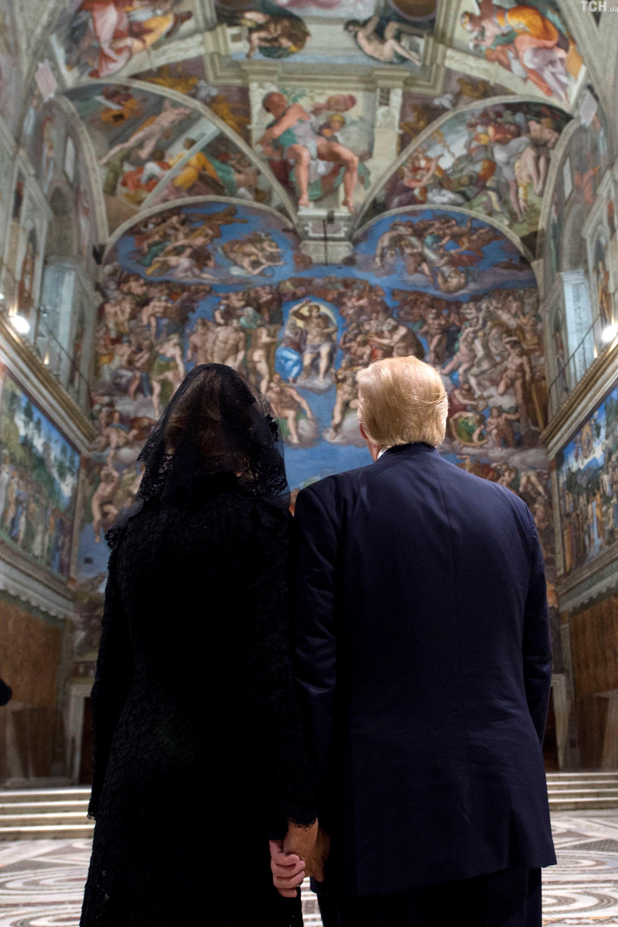Меланія і Трамп у Сикстинській капелі