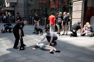 В Нью-Йорке на Таймс-сквер машина въехала в прохожих: есть погибший