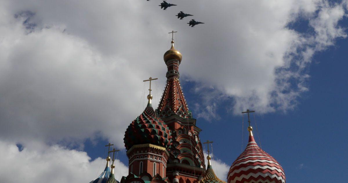 В Минобороны РФ объяснили причины переброски истребителей пятого поколения Су-57 в Сирию