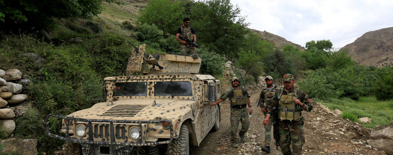 Таліби з боями захопили два райони в Афганістані