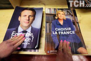 Во Франции подсчитали более 99 % бюллетеней: Макрон почти вдвое опередил Ле Пен