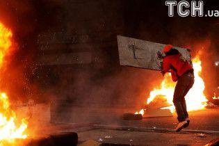 В крупнейших городах Бразилии начались масштабные забастовки: люди жгут шины и строят баррикады