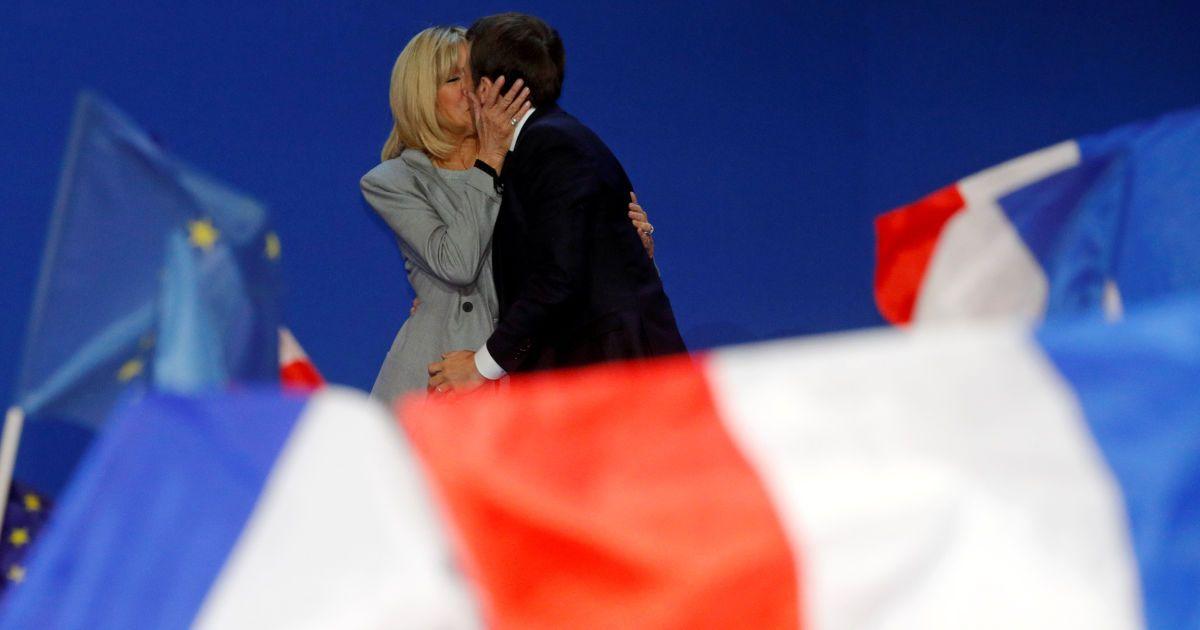 В ЕС и Германии пожелали Макрону успеха во втором туре выборов