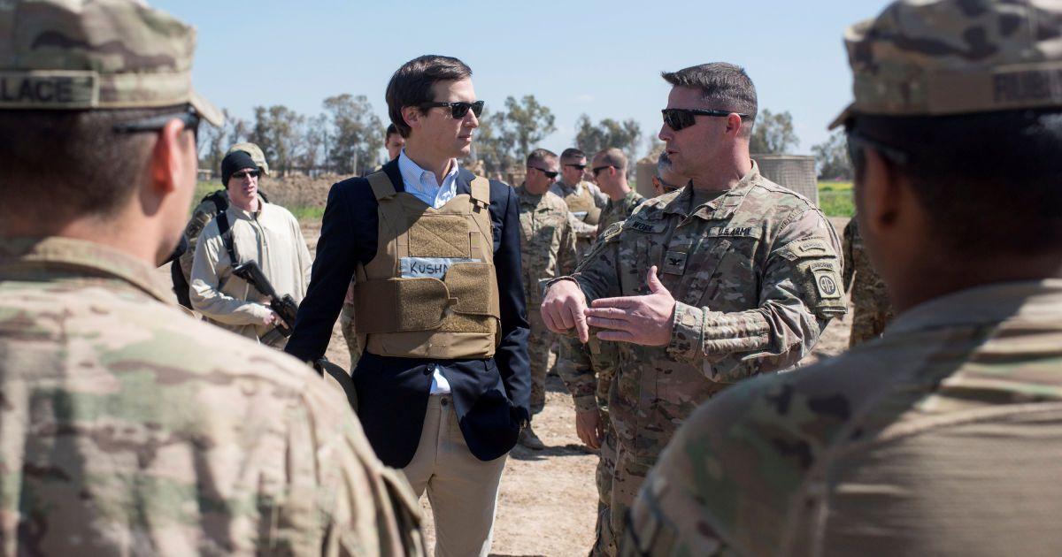 Советник Трампа Джаред Кушнер на встрече с военнослужащими на базе в Ираке